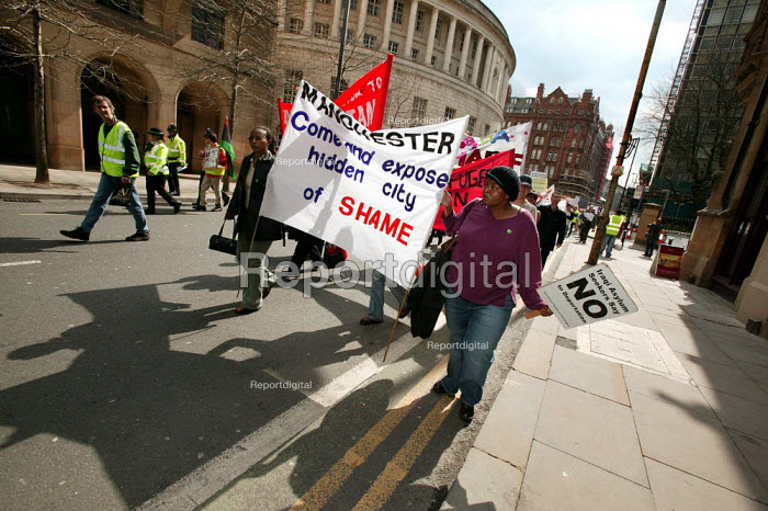 Hundreds march in Manchester past sites where asylum seekers and refugees have suffered, as part of a day of action against destitution, detention and deportation. - Jess Hurd - 2006-04-15