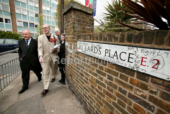George Galloway Respect MP campaigns with prospective council candidates for Mile End and Globe Town ward in Tower Hamlets. East London. - Jess Hurd - 2006-04-20