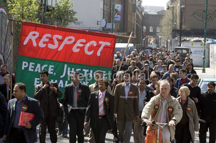 Respect supporters march from Liverpool St station as part of a mass mobilisation for a local election canvassing operation in Tower Hamlets and Newham. East London. - Jess Hurd - 2006-04-22