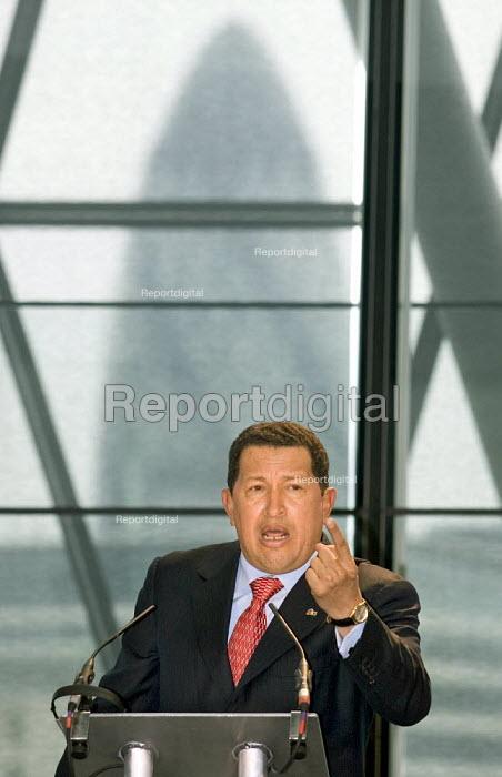 President of Venezuela Hugo Chavez visits the GLA building on invitation of Mayor Ken Livingstone. Ctiy Hall, London. - Jess Hurd - 2006-05-15