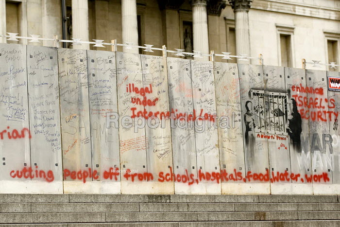 Model of the Apartheid Wall in Trafalgar Square. March for Palestine. Against Israeli occupation. Central London. - Jess Hurd - 2006-05-20