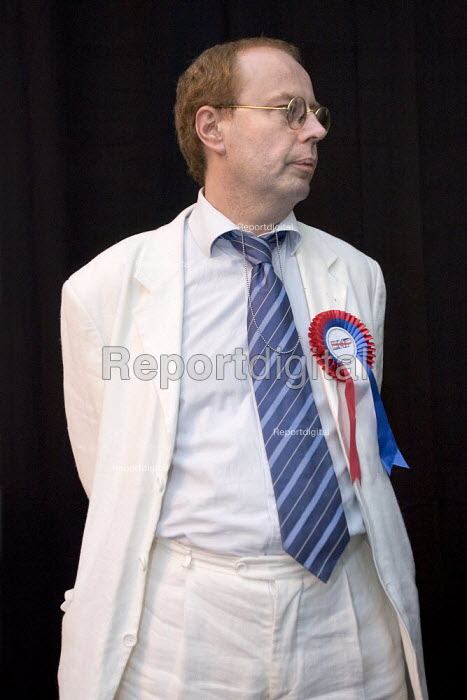 BNP candidate Gordon Callow. Tower Hamlets local election count. East London. - Jess Hurd - 2006-05-05
