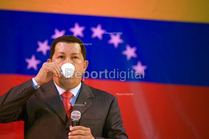 President of Venezuela Hugo Chavez drinks a cup of tea on a visit to London. Camden Town Hall. - Jess Hurd - 2006-05-14