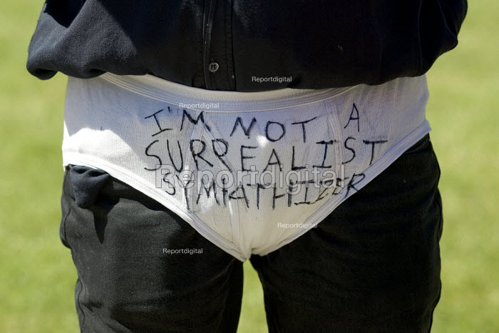 Demonstration to defend Surrealism organised by political satirist Mark Thomas and artist Tracey Moberly, Parliament Square, Westminster, London. - Jess Hurd - 2006-06-03