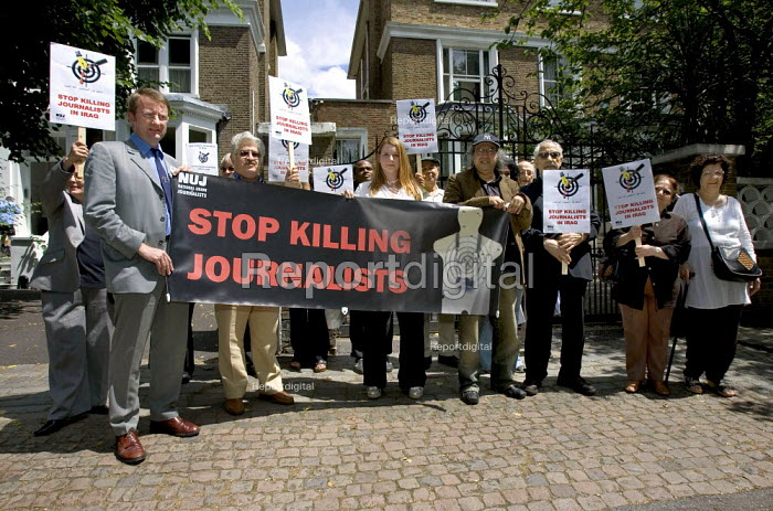 NUJ Remembrance picket outside the Iraqi Embassy as part of a Global day of action to protest against the killing of journalists in Iraq. Organised by the IFJ. London. - Jess Hurd - 2006-06-15