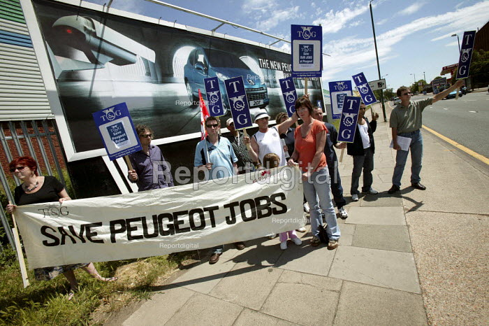 Peugeot workers campaign for a boycott of Peugeot cars as part of the campaign to save the threatened Peugeot Ryton plant in Coventry - Warwick Wright Motors, Brent Cross. London. - Jess Hurd - 2006-06-24
