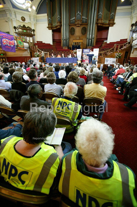 Day of action organised by Public Services Not Private Profit, a campaign uniting 16 trade unions which has the support of over 80 MPs against the government's privatisation agenda. Westminster Central Hall. London. - Jess Hurd - 2006-06-27