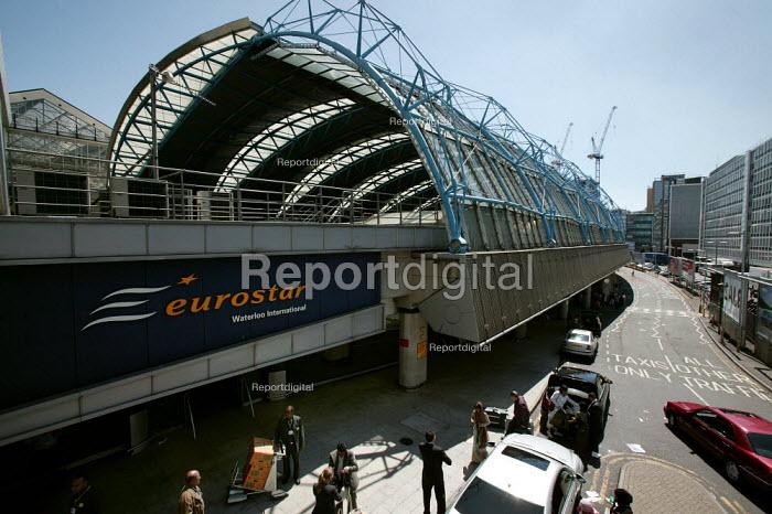 Eurostar Channel Tunnel rail terminal at Waterloo. London. - Jess Hurd - 2006-07-15