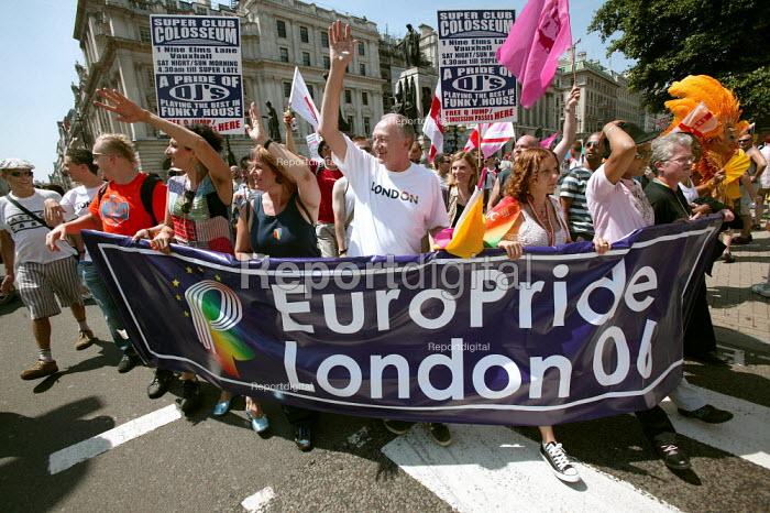 Mayor Ken Livingstone leads the first EuroPride Parade, London. - Jess Hurd - 2006-07-01