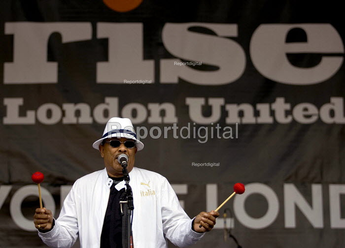 Roy Ayers plays Rise London United anti racist festival in Finsbury Park, North London. - Jess Hurd - 2006-07-08