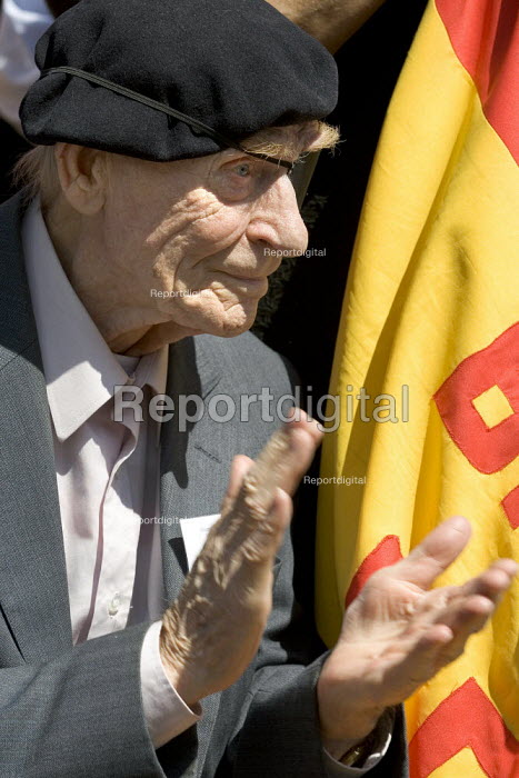 Bob Doyle International Brigade veteran on the 70th anniversary joins the annual commemoration of the Spanish Civil War. London. - Jess Hurd - 2006-07-15