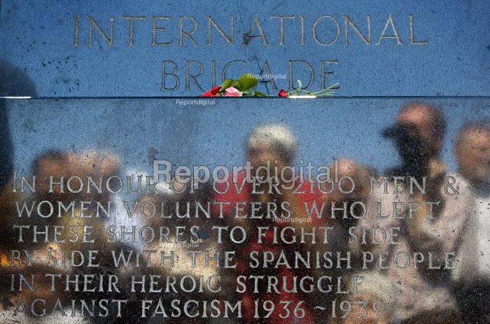 International Brigade veterans on the 70th anniversary join the annual commemoration of the Spanish Civil War London. - Jess Hurd - 2006-07-15