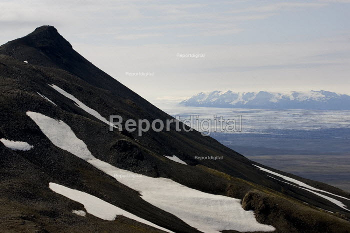 Snaefell Mountain with a view of Vatnajokull, the largest ice cap in Europe. Iceland. - Jess Hurd - 2006-07-24