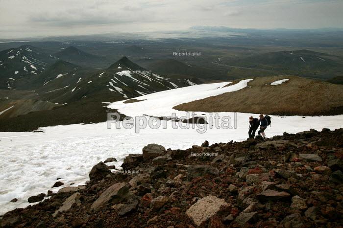 Tourists climbing Snaefell Mountain. Iceland. - Jess Hurd - 2006-07-23
