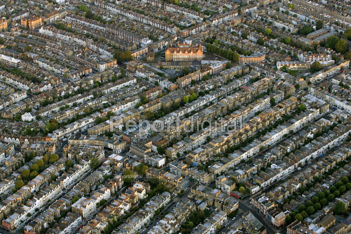 Dense street housing in South West London. Views over London from a hot air balloon flight. - Jess Hurd - 2006-08-08