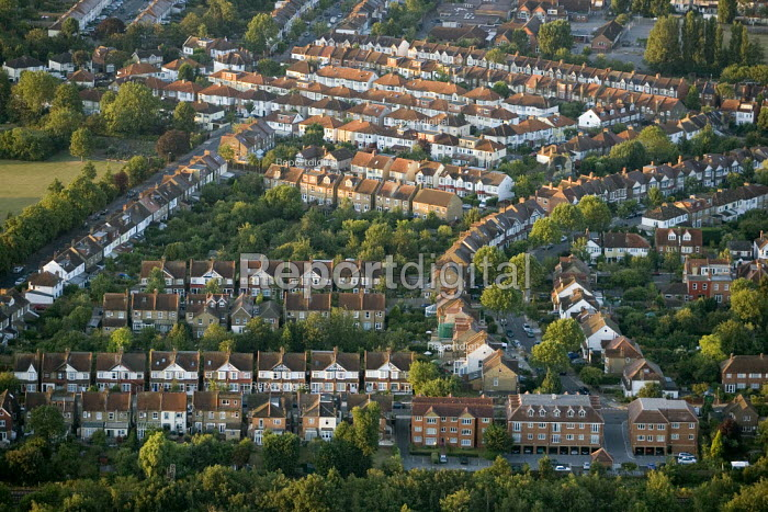 Residential housing in South West London. Views over London from a hot air balloon. - Jess Hurd - 2006-08-08