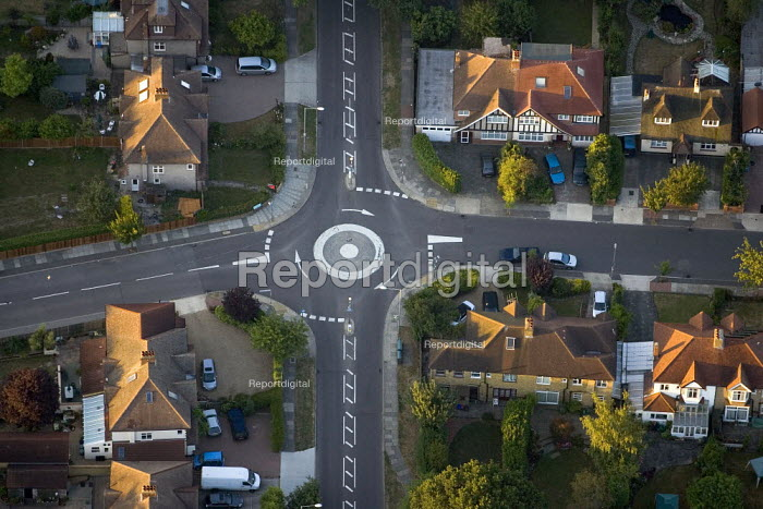 Road layout and residential housing in South West London. Views over London from a hot air balloon. - Jess Hurd - 2006-08-08