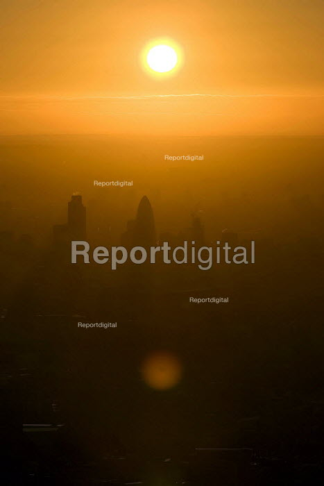 Sunrise over the City of London from a hot air balloon. - Jess Hurd - 2006-08-08