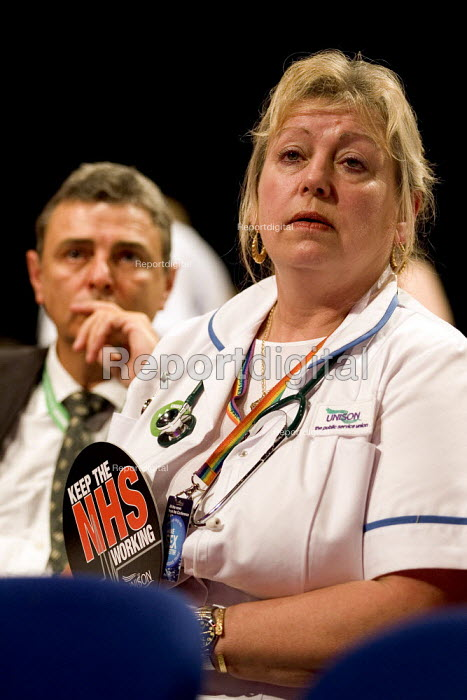Dave Prentis joins Unison trade union members in the NHS debate at the Labour Party Conference 2006, Manchester. - Jess Hurd - 2006-09-27
