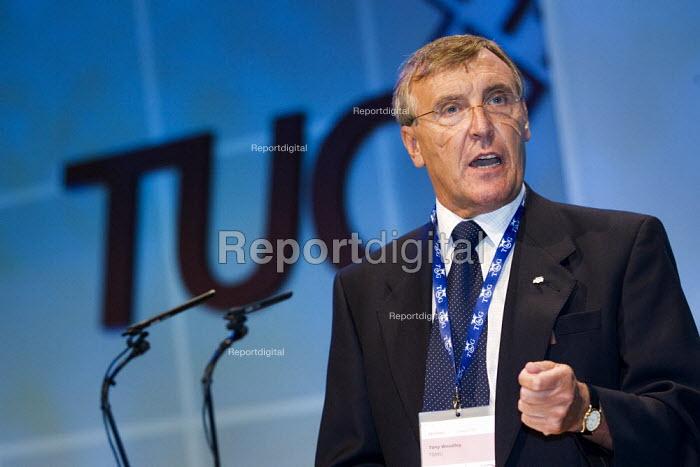 Tony Woodley, TGWU addresses conference. TUC Congress 2006, Brighton. - Jess Hurd - 2006-09-13