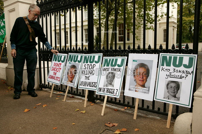 One week after the assassination of the Russian journalist  Anna Politkovskaya, the NUJ holds a protest at the Russian Embassy. West London. - Jess Hurd - 2006-10-14