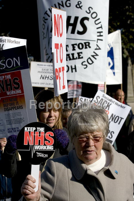 NHS Together lobby of parliament defending a public health service. Demonstrators call for an end to NHS cuts and privatisation. Westminster, London. - Jess Hurd - 2006-11-01