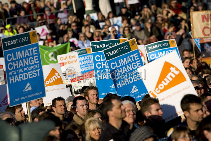 National Climate Change march and rally in Trafalgar Square London. - Jess Hurd - 2006-11-04