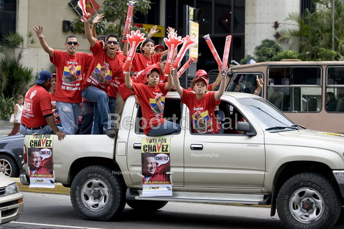 Hugo Chavez supporters ride in a calvalcade through Altamira as part of the Presidential campaign. Caracas, Bolivarian Republic of Venezuela. - Jess Hurd - 2006-11-19