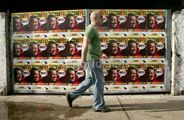 Hugo Chavez posters in Altamira, part of the Presidential campaign. Caracas, Bolivarian Republic of Venezuela. - Jess Hurd - 2006-11-19