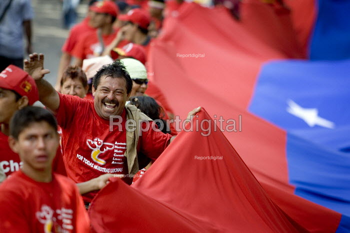 Hugo Chavez supporters including some indigenous groups from the Amazon demonstrate during the Presidential election campaign. Caracas, Bolivarian Republic of Venezuela. - Jess Hurd - 2006-11-20