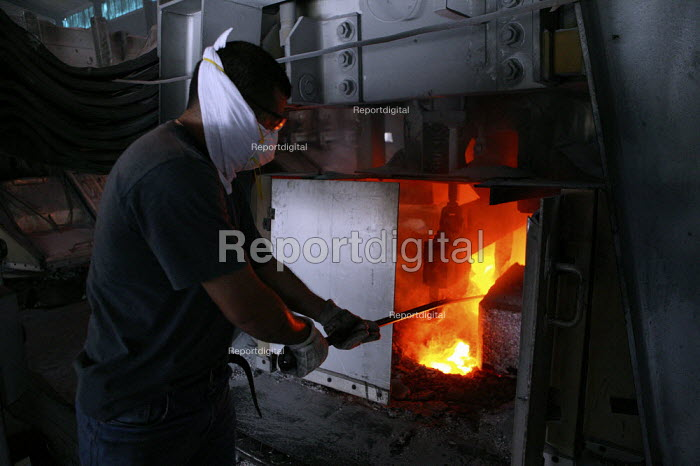CVG Alcasa Aluminium plant which is co-managed by workers and the state, Bolivarian Republic of Venezuela. - Jess Hurd - 2006-11-19