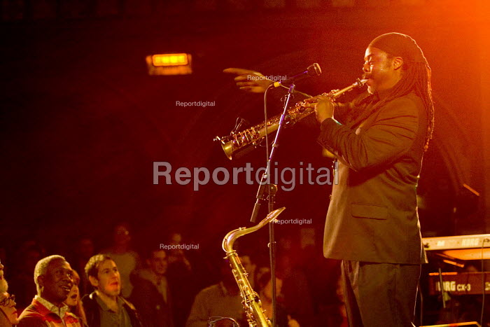 Music artist Courtney Pine plays Cultures of Resistance gig at the Union Chapel, Islington. - Jess Hurd - 2006-12-09