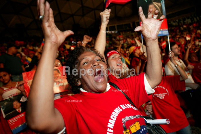 Supporters of President Hugo Chavez appaud him in a stadium where he spoke at the World Social Forum. Caracas, Bolivarian Republic of Venezuela. - Jess Hurd - 2006-01-28