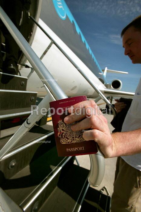 Passengers board a KLM Cityhopper plane flight from Amsterdam Schiphol Airport. - Jess Hurd - 2006-08-26