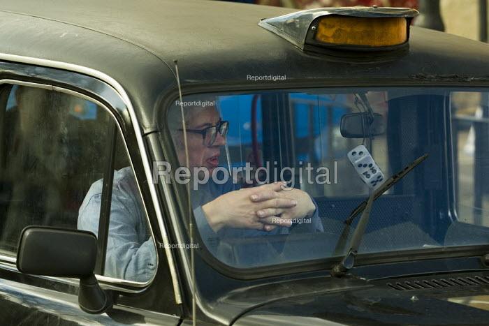London black cab taxi driver. - Jess Hurd - 2007-03-03