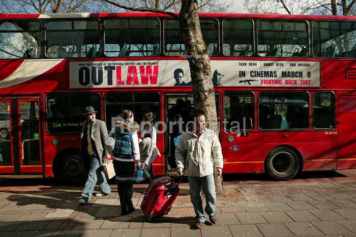 Bus passengers at a bus stop. East London. - Jess Hurd - 2007-03-03