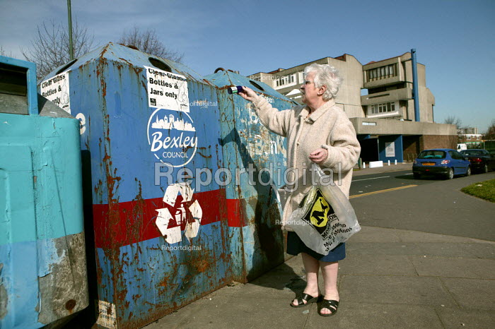 Pensioner recycles glass bottles and on the Thamesmead Estate, Bexley. London. - Jess Hurd - 2007-03-12