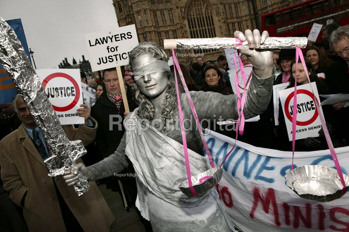Lawyers and solicitors demonstrate outside Parliament against reforms to the legal aid system. Protester dresses as The Scales of Justice London. - Jess Hurd - 2007-03-19