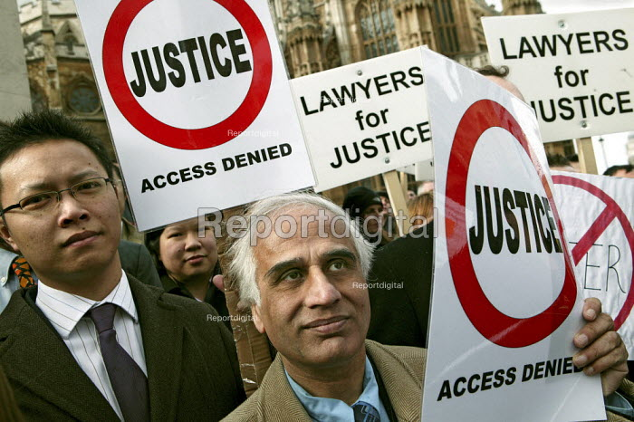 Lawyers and solicitors demonstrate outside Parliament against reforms to the legal aid system. London. - Jess Hurd - 2007-03-19