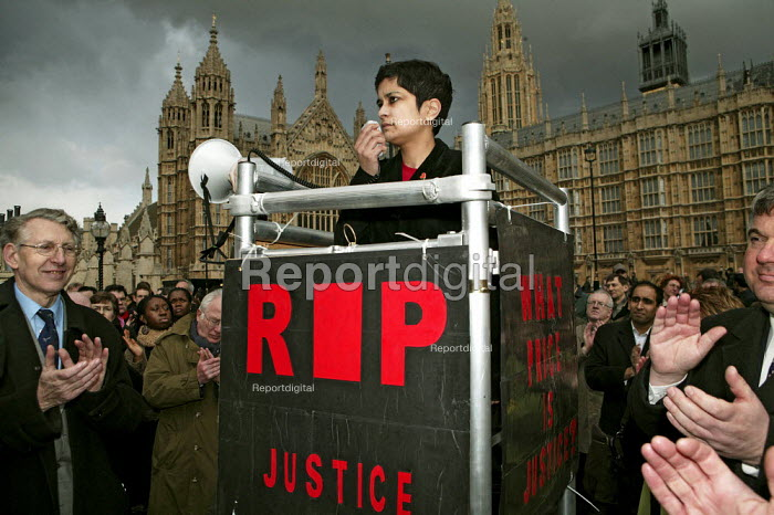 Shami Chakrabarti, Liberty speaking to Lawyers and solicitors protest outside Parliament against reforms to the legal aid system, London - Jess Hurd - 2007-03-19