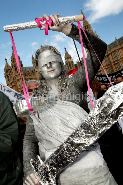 Lawyers and solicitors demonstrate outside Parliament against reforms to the legal aid system. Protester dresses as The Scales of Justice. London. - Jess Hurd - 2007-03-19