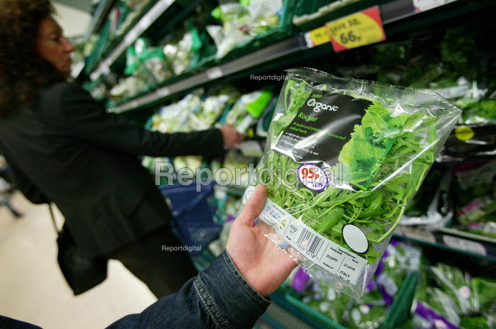 Tesco Organic range, Tesco Metro, Bishopsgate, London. - Jess Hurd - 2007-04-17