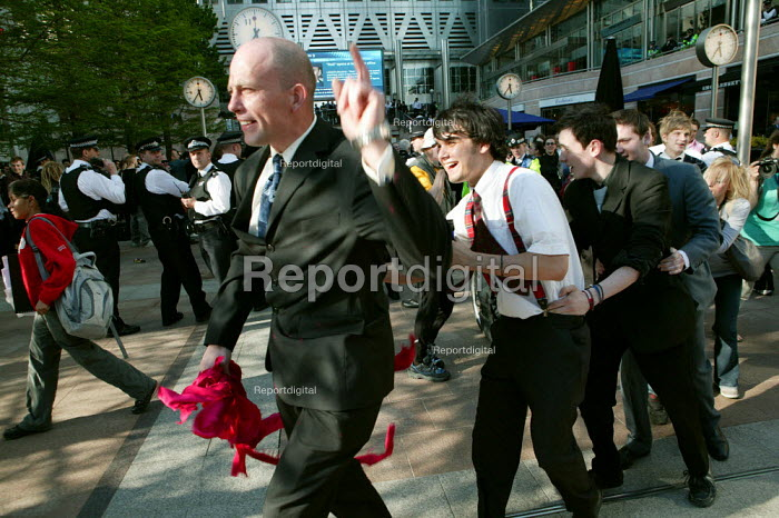 May day Spacehijakers get suited and party as police look on at Canary Wharf, London Docklands - Jess Hurd - 2007-05-01