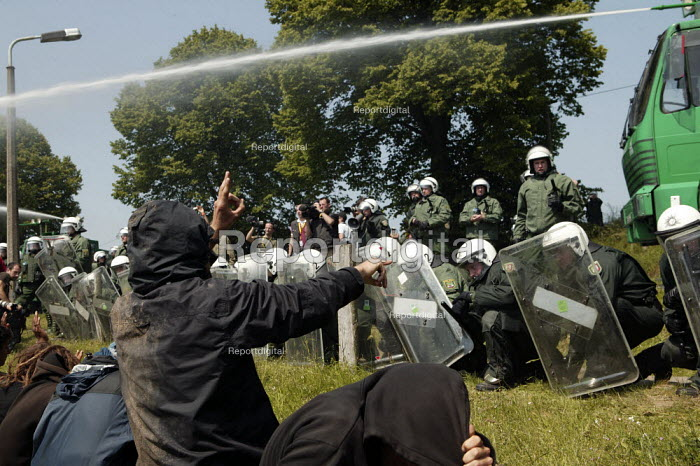 Demonstrators get water cannoned by the police. G8 summit protests in Heiligendamm, Rostock, Germany. - Jess Hurd - 2007-06-07