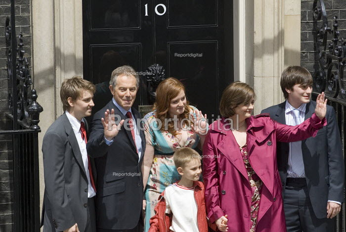 Tony Blair and his family stand at the entrance to Number 10 Downing Street for the last time as Blair retires as British Prime Minister. - Jess Hurd - 2007-06-27