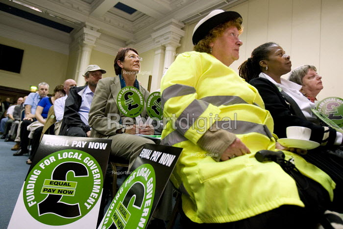 Council workers at an Equal pay rally, London - Jess Hurd - 2007-07-10