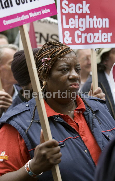 CWU postal workers strike in a dispute over, pay, pensions and job losses lobby Royal Mail HQ. London - Jess Hurd - 2007-07-13