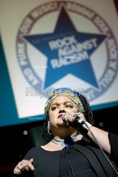 Zita Holbourne PCS reads a poem celebrating 30 years of Rock Against Racism. Love Music Hate Racism Gig. Spice Festival. Hackney Empire, London. - Jess Hurd - 2007-07-19
