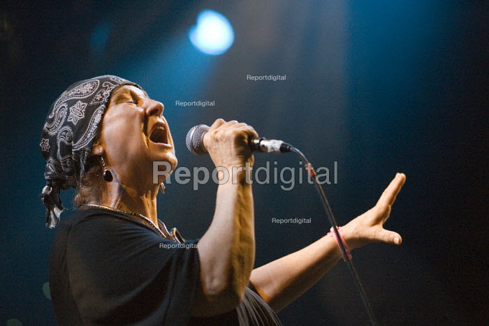 Singer Carol Grimes celebrating 30 years of Rock Against Racism. Love Music Hate Racism Gig. Spice Festival. Hackney Empire, London. - Jess Hurd - 2007-07-19