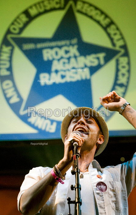 Bobby Grey celebrating 30 years of Rock Against Racism. Love Music Hate Racism Gig. Spice Festival. Hackney Empire, London. - Jess Hurd - 2007-07-19